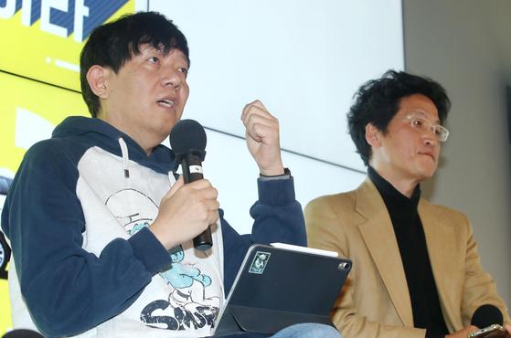 16일 '타다금지법을 금지하라'는 대담회에서 이재웅 쏘카 대표가 발언하고 있다. 오른쪽은 박경신 고려대 법학전문대학원 교수. [연합뉴스]