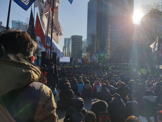18일 오후 3시 무렵 서울 종로타워 앞에서 '문중원 열사 진상규명과 책임자 처벌, 노동개악 규탄 민주노총 결의대회'가 열렸다. 이병준 기자