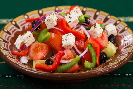 그리스에서 식전에 즐겨먹는 신선한 야채로 만든 샐러드. [사진 Pixabay]