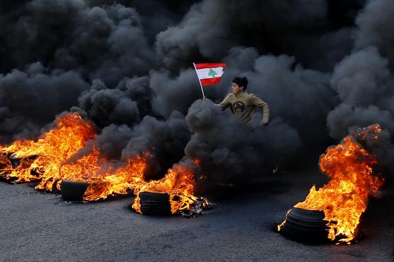 주춤했던 레바논 반정부 시위대의 분노 폭발 ... 왜?