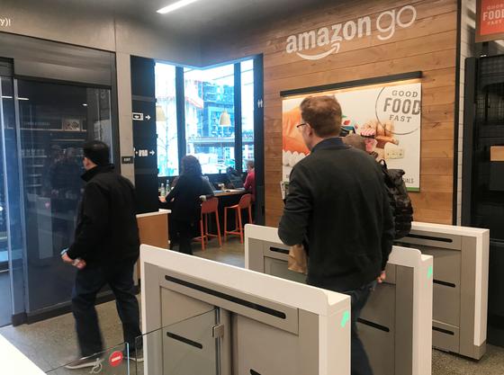 아마존의 무인 상점 '아마존 고'의 모습. [로이터=연합뉴스]