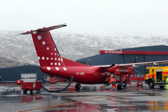 그린란드의 수도 누크 공항. 여름이 시작된 6월인데도 눈보라가 날린다. [중앙포토]