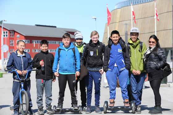그린란드 수도 누크에서 볼 수 있는 현지 주민들. 유럽 백인의 모습에서부터 아시아인에 가까운 얼굴까지 마치 다인종 국가처럼 보인다. [중앙포토]