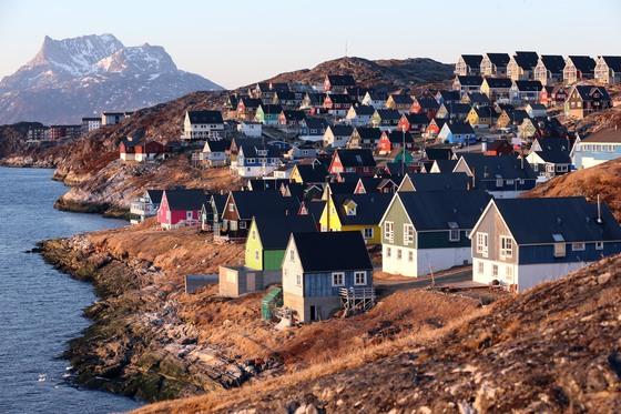 그린란드 수도 누크의 해변에 늘어선 주택들. [중앙포토]