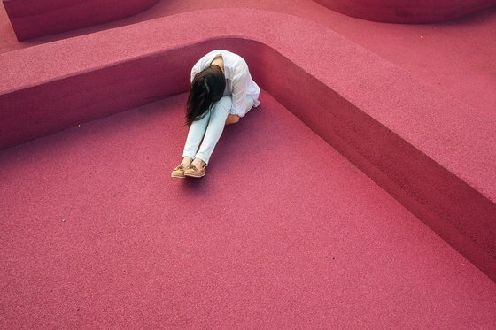 피해자에게 비밀을 강요하고, 너의 잘못이라고 말할 때 가해자의 부당한 성 행동은 멈추지 않는다. 피해 상처는 결국 우울과 불안, 무기력으로 나타나기도 한다. [사진 Pixabay]