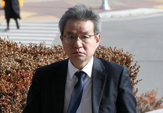 김남준 법무·검찰개혁위원회 위원장이 20일 오후 경기 과천시 법무부 청사로 들어서고 있다. [뉴시스]
