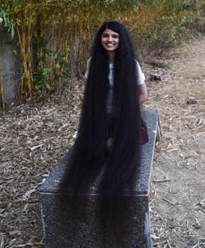 머리카락 190㎝ 인도 여학생. [AFP=연합뉴스]