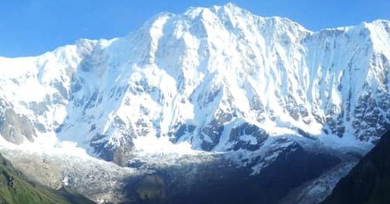 히말라야 안나푸르나에서 눈사태로 한국인 4명이 실종돼 수색 중이라고 외교부가 18일 밝혔다. 지난해 8월 네팔 히말라야 안나푸르나 군 히운출리 지역의 모습. [뉴스1]
