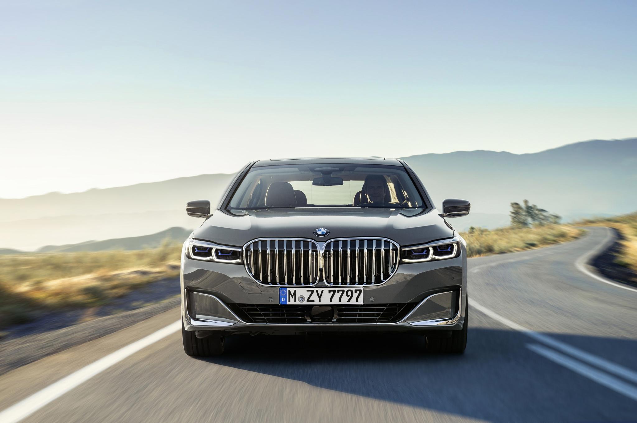 더 커진 키드니그릴은 이 차가 BMW의 기함임을 증명한다. 부분변경 모델이지만 전작에서 부족했던 부분을 보완해 신차 같은 신선함을 준다. [사진 BMW]