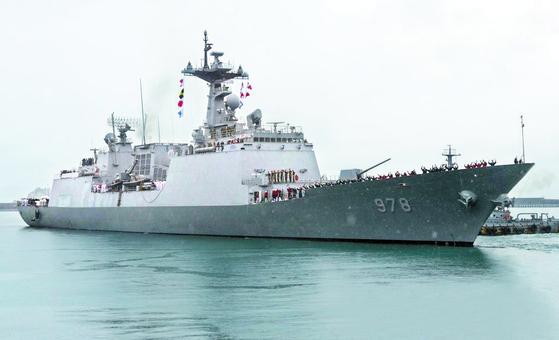국방부는 21일 청해부대의 파견지역을 한시적으로 확대하는 방식으로 호르무즈 해협 파병을 발표했다. 사진은 청해부대 왕건함. [연합뉴스]