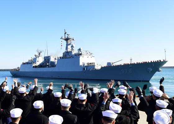 국방부가 21일 호르무즈해협 일대로 파견한 청해부대 왕건함 모습. 사진은 지난달 27일 부산해군작전사령부에서 왕건함이 출항하는 모습. [사진 해군작전 사령부]