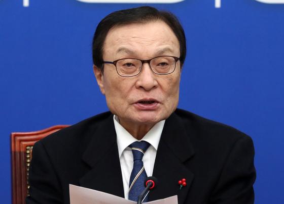 이해찬 더불어민주당 대표가 20일 오전 서울 여의도 국회에서 열린 최고위원회의에서 모두발언을 하고 있다. [뉴스1]
