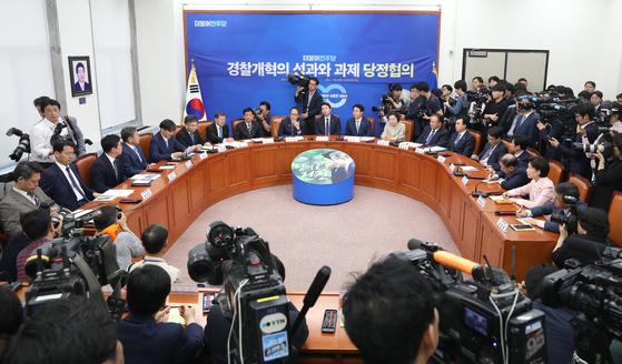 지난해 5월 서울 여의도 국회에서 경찰개혁의 성과와 과제 당정협의가 열리고 있다. [뉴스1]