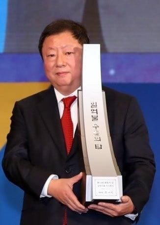 49억원 횡령 전인장 삼양식품 회장, '가짜 세금계산서'로 또 기소