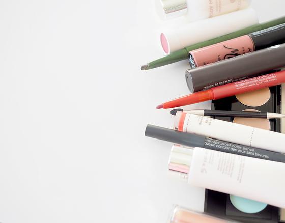 20대가 평균 5개로 가장 많은 색조 메이크업 제품을 사용했다. [사진 diana ruseva on unsplash]