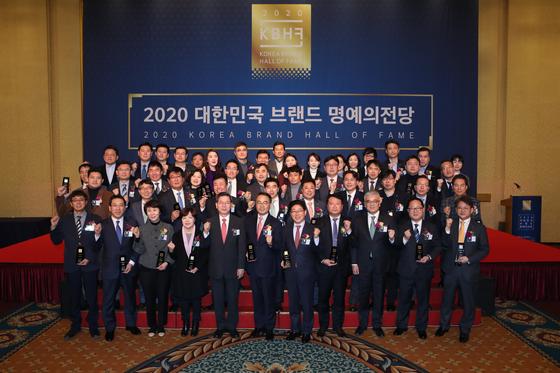 경희사이버대학교는 1월 22일(수) 2020 대한민국 브랜드 명예의전당 교육분야에서 1위로 선정됐다.