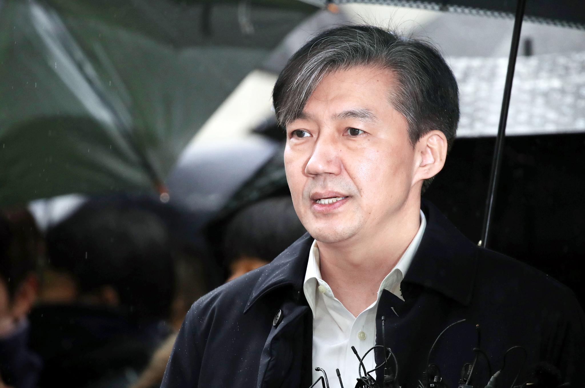'조국 인권침해' 진정, 박근혜 변호한 이상철 위원이 맡는다
