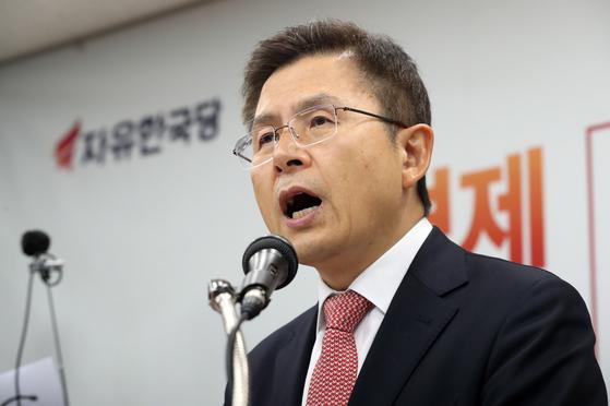 황교안 자유한국당 대표가 22일 오전 서울 영등포구 당사에서 신년기자회견을 갖고 있다. [뉴스1]
