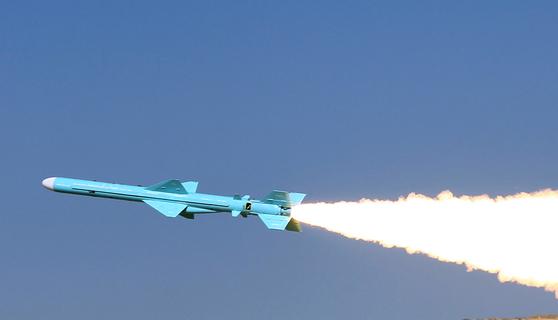 이란이 지난 2012년 1월 사거리 200km의 지대함 미사일 카데르의 발사 훈련을 하고 있다. [AFP=연합뉴스]
