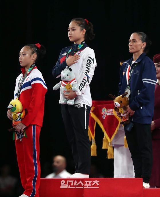 지난 2018 자카르타-팔렘방 아시안게임 대회 기계체조 여자 도마에서 금메달을 목에 건 여서정의 모습. IS포토