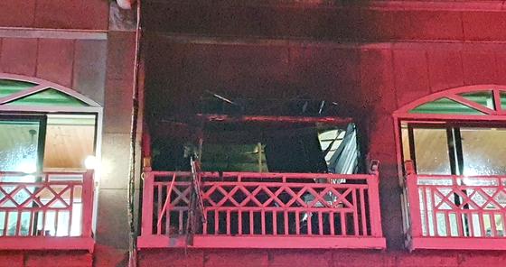 25일 오후 7시 46분께 강원 동해시 어달동의 한 펜션에서 가스 폭발로 추정되는 사고로 4명이 심정지, 5명이 중경상을 입는 피해가 발생했다. [연합뉴스]