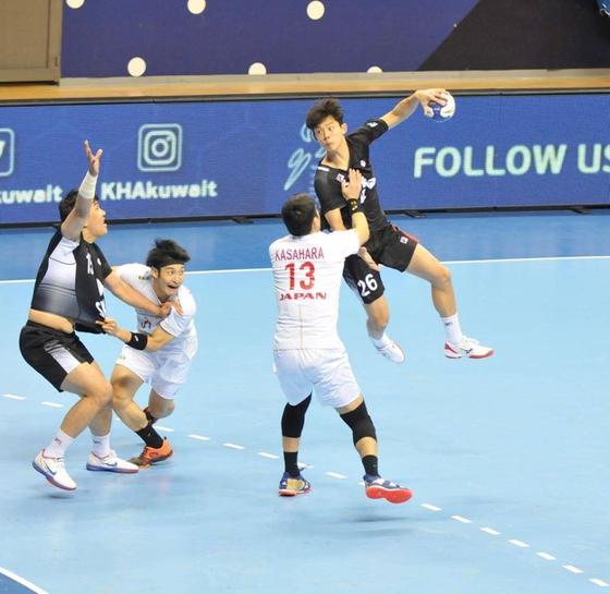 일본과 준결승전에서 대표팀의 김진영이 슈팅을 하고 있다. 대한핸드볼협회 제공