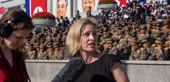 마이크 폼페이오 국무장관과 24일 인터뷰 도중 마리 요바노비치 전 우크라이나 대사에 사과해야 하지 않느냐는 질문으로 충돌한 메리 루이스 켈리 미 공영라디오(NPR) 진행자.[트위터]