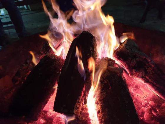 불도 많지만 뭐니해도 으뜸은 활활 타는 장작불이지 싶다. [사진 권대욱]
