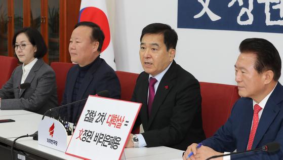 """여의도 상륙한 우한폐렴…한국당 """"중국 여행객 입국금지 검토해야"""""""