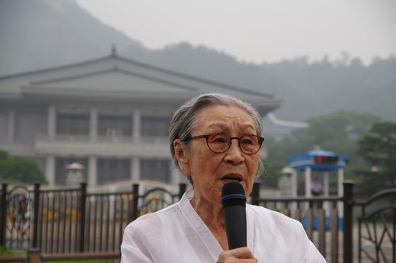 지난해1월 작고한 일본군 '위안부' 피해자 김복동 할머니를 기리는 다큐 '김복동' 한 장면. [사진 엣나인필름]