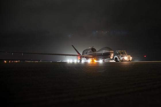 미국, 괌에 최신예 무인정찰기 2대 배치...한반도 주변엔 항공모항 3척 활동 개시