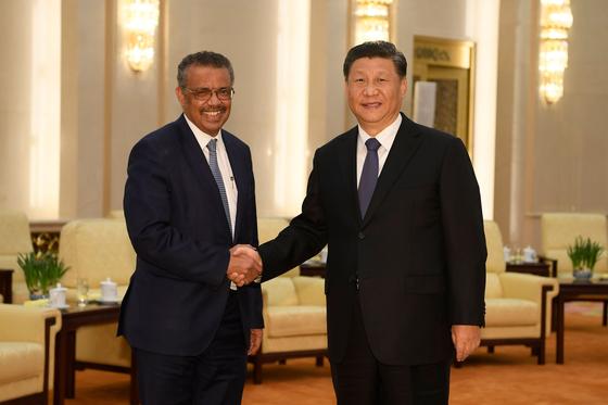 (왼쪽부터) 테드로스 아드하놈 게브레예수스 WHO 사무총장과 시진핑 중국 국가주석. [AFP=연합뉴스]