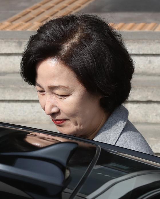 차량에 타는 추미애 법무부 장관  [연합뉴스]