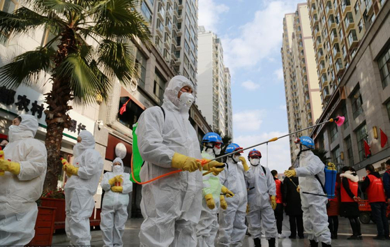 우한 폐렴으로 인해 중국 전역에서 방역 작업이 실시되고 있다. [중국 인민망 캡처]