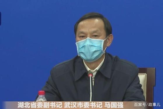 중국 후베이성 우한시 당서기인 마궈창은 우한 폐렴 확진 환자가 급증한 건 검사 방법이 빨라지고 검사 능력이 향상됐기 때문이라고 말했다. [중국 신경보망 캡처]