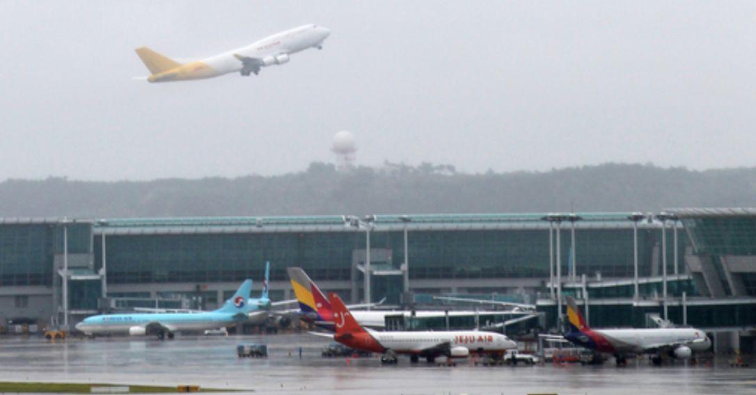 인천공항에서는 하루 평균 1100회 이상 항공기가 뜨고 내린다. [중앙포토]
