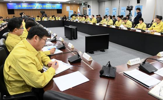 31일 오전 서울시청 6층 기획상황실에서 신종 코로나바이러스감염증 종합대책 회의가 열리고 있다. [사진 서울시]