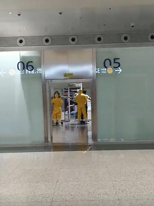 공항당국이 교민들에 대한 엄격한 검역을 실시하고 있다. [이태영 제공]