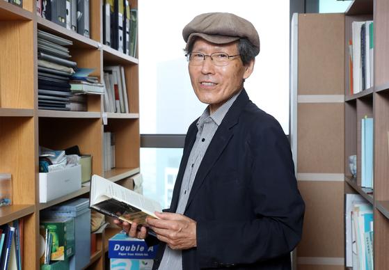지난해 9월 서울 서초동 자택에서 중앙일보와 인터뷰할 당시의 한상진 서울대 명예교수. 강정현 기자