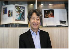 프랑스의 레지옹 도뇌르 훈장을 받는 최준호 한국예술종합학교 교수. [사진 한예종]