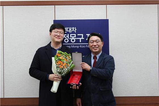현대차 정몽구 재단의 '온드림 글로벌 우수 장학생'으로 선발된 조성헌 대학원생(왼쪽) 모습.