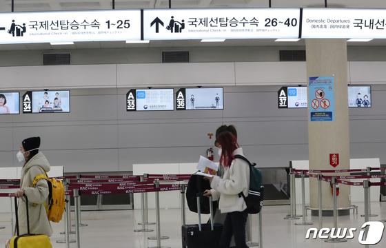 2일 오후 제주국제공항 국제선 탑승수속 카운터가 텅 비어 있다. [뉴스1]