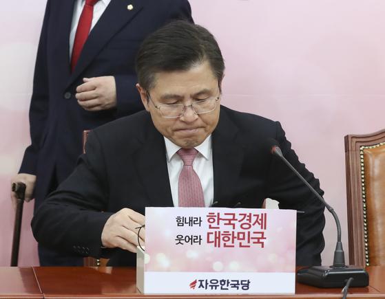 자유한국당 황교안 대표가 30일 오전 국회에서 열린 최고위원회의에 참석하고 있다. 임현동 기자