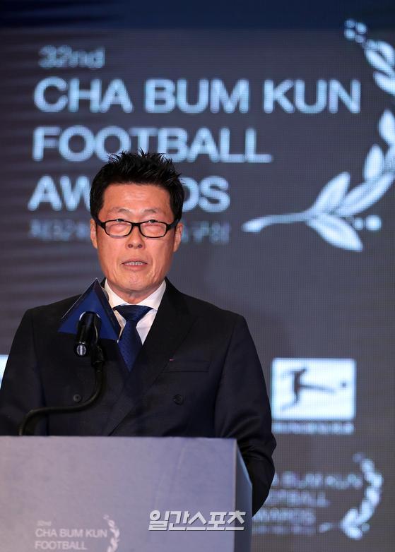 한국 유소년 축구선수들의 꿈을 지원하는 '제32회 차범근축구상'시상식이 6일 오후 서울 종로구 AW컨벤션센터에서 열렸다.차범근 회장이 인사말을 하고 있다. 김민규 기자
