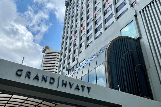 신종 코로나바이러스 감염증 국내 17,19번째 확진자가 감염된 장소로 추정되는 싱가포르 그랜드 하얏트 호텔. 이 곳에서 지난달 열린 컨퍼런스에 참석한 한국인 2명과 말레이시아인 등 3명이 확진 판정을 받았다. [로이터=연합뉴스]