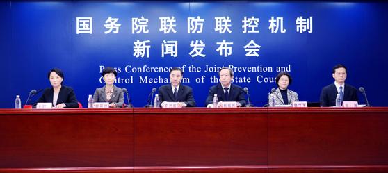 중국 국무원 연합예방통제시스템은 5일 기자회견을 열고 무증상 감염자의 조기 발견과 격리, 치료의 중요성을 강조했다. [중국 신화망 캡처]