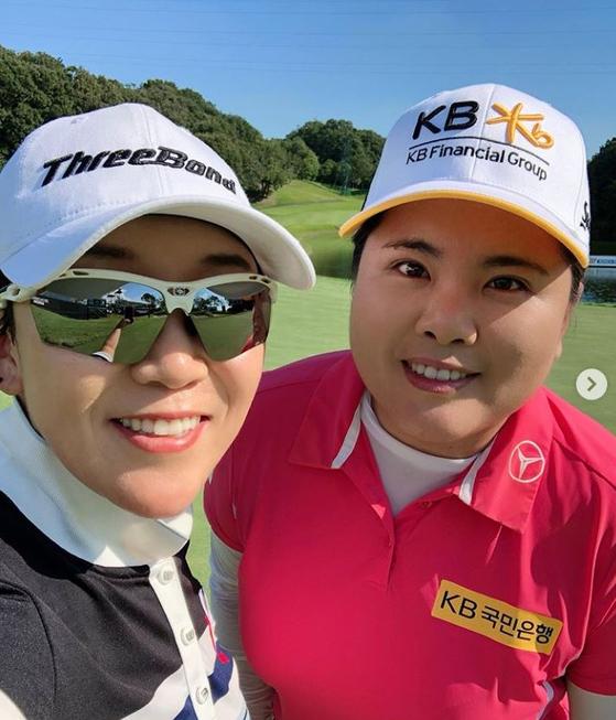 지난해 한 대회에서 만났던 신지애(왼쪽)와 박인비. [사진 신지애 인스타그램 캡처]