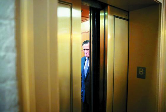 5일(현지시간) 미국 상원의 트럼프 대통령에 대한 탄핵 표결에서 공화당 의원 중 유일하게 탄핵 찬성표를 던진 롬니. [로이터=연합뉴스]