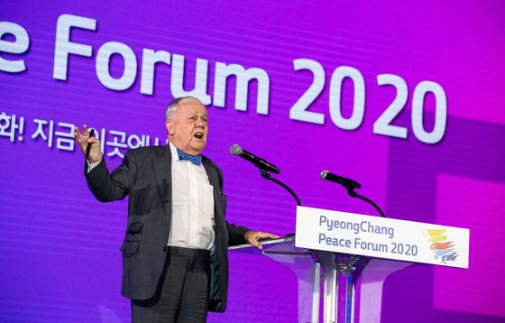 짐 로저스 로저스홀딩스 회장이 9일 오후 강원도 평창군 대관령면 알펜시아컨벤션센터에서 열린 2020 평창평화포럼 개회식에서 환영사를 하고 있다. [뉴스1]