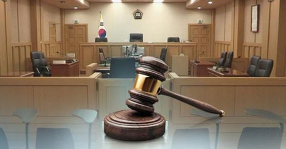 기분이 나쁘다는 이유로 교제하던 여성을 상습 폭행하고 감금한 미국인 남성이 10일 법원으로부터 징역형을 선고 받았다. [연합뉴스]